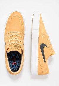 Nike SB - ZOOM JANOSKI - Sneakers laag - celestial gold/anthracite/summit white/light brown/photo blue/hyper pink - 1