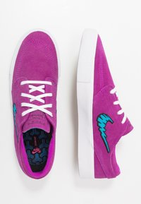 Nike SB - ZOOM JANOSKI - Sneakers laag - vivid purple/laser blue/black/light brown - 1