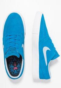 Nike SB - ZOOM JANOSKI - Sneakers laag - light photo blue/light armory blue/black/photo blue/hyper pink - 1