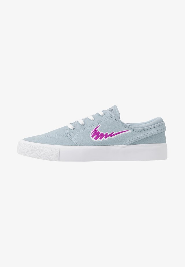ZOOM JANOSKI - Matalavartiset tennarit - light armory blue/vivid purple/white /light brown