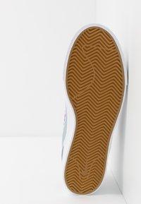 Nike SB - ZOOM JANOSKI - Sneakers laag - light armory blue/vivid purple/white /light brown - 4