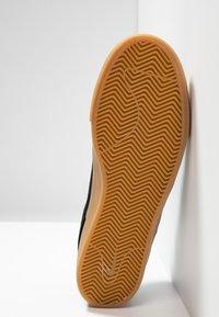 Nike SB - ZOOM JANOSKI - Skate shoes - black/white/light brown/photo blue/hyper pink - 4