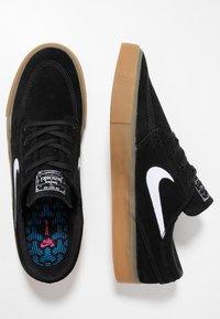 Nike SB - ZOOM JANOSKI - Skate shoes - black/white/light brown/photo blue/hyper pink - 1
