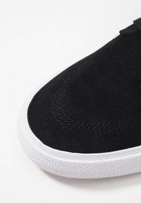 Nike SB - ZOOM JANOSKI - Sneakers laag - black/white/thunder grey/light brown/photo blue/hyper pink - 5