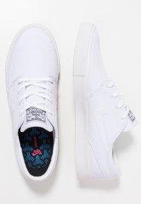 Nike SB - ZOOM JANOSKI - Matalavartiset tennarit - white/light brown/black/photo blue/hyper pink - 1