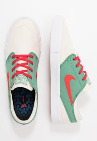 Nike SB - ZOOM JANOSKI - Sneakers laag - pale ivory/atom red/ever green/white - 1