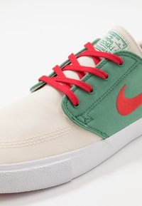 Nike SB - ZOOM JANOSKI - Sneakers laag - pale ivory/atom red/ever green/white - 5