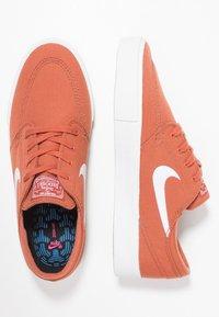 Nike SB - ZOOM JANOSKI - Sneakers laag - dusty peach/white/black/photo blue/hyper pink - 1