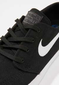 Nike SB - ZOOM JANOSKI - Matalavartiset tennarit - black/white - 5