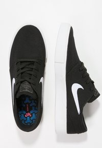 Nike SB - ZOOM JANOSKI - Matalavartiset tennarit - black/white - 1