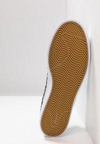 Nike SB - ZOOM JANOSKI - Sneakers laag - black/white/vast grey/light brown/multicolor - 4