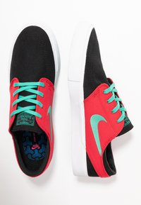 Nike SB - ZOOM JANOSKI - Sneakers laag - black/true green/atom red/white/true green - 1