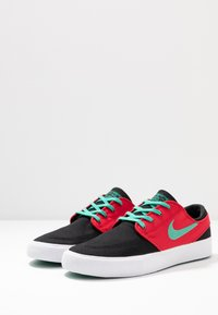 Nike SB - ZOOM JANOSKI - Sneakers laag - black/true green/atom red/white/true green - 2