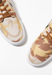 Nike SB - ZOOM JANOSKI PRM - Tenisky - parachute beige/black/ale brown/white/light brown - 5