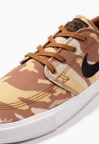 Nike SB - ZOOM JANOSKI PRM - Tenisky - parachute beige/black/ale brown/white/light brown - 6