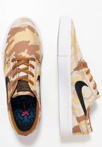 Nike SB - ZOOM JANOSKI PRM - Tenisky - parachute beige/black/ale brown/white/light brown - 1