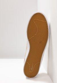 Nike SB - ZOOM JANOSKI PRM - Tenisky - parachute beige/black/ale brown/white/light brown - 4