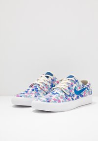 Nike SB - ZOOM JANOSKI PRM - Sneakers laag - team royal/fire pink/white - 2