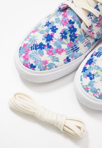 Nike SB - ZOOM JANOSKI PRM - Sneakers laag - team royal/fire pink/white - 5