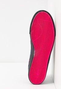 Nike SB - ZOOM JANOSKI PRM - Tenisky - watermelon/black - 4