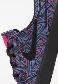 Nike SB - ZOOM JANOSKI PRM - Tenisky - watermelon/black - 5