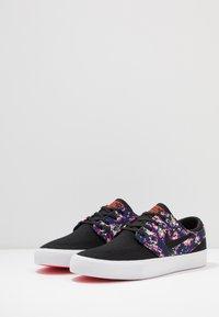 Nike SB - ZOOM JANOSKI PRM - Sneakers laag - black/laser crimson - 2