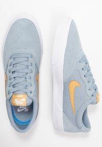 Nike SB - CHRON SLR - Sneakers laag - obsidian mist/club gold/white - 1
