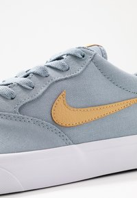 Nike SB - CHRON SLR - Sneakers laag - obsidian mist/club gold/white - 5