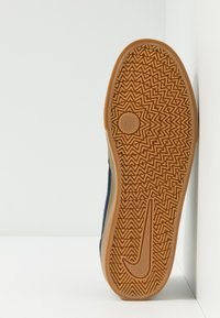 Nike SB - CHRON SLR - Sneakersy niskie - obsidian/white/light brown - 4
