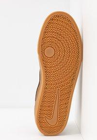 Nike SB - CHRON SLR - Sneakers laag - light british tan/black/light brown - 4