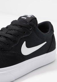 Nike SB - CHRON SLR - Sneakers laag - black/white - 5