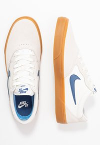 Nike SB - CHRON - Skate shoes - sail/mystic navy/light brown - 1