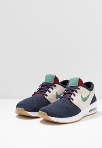 Nike SB - AIR MAX JANOSKI 2 - Tenisky - obsidian bicoastal/desert sand/light brown/team red - 2