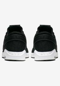 Nike SB - AIR MAX JANOSKI 2 - Tenisky - black/white - 3