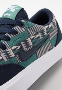 Nike SB - CHARGE - Sneaker low - obsidian - 5