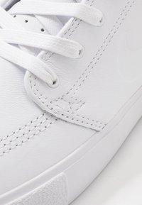Nike SB - ZOOM JANOSKI - Sneaker low - white - 5