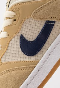 Nike SB - ALLEYOOP - Skateschoenen - club gold/midnight navy/fossil/white/light brown - 5