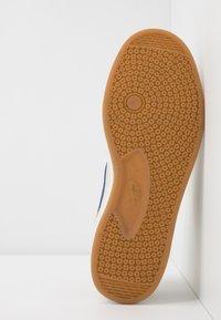 Nike SB - ALLEYOOP - Skateschoenen - club gold/midnight navy/fossil/white/light brown - 4
