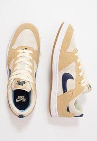 Nike SB - ALLEYOOP - Skateschoenen - club gold/midnight navy/fossil/white/light brown - 1