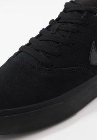 Nike SB - CHARGE - Skateschoenen - black - 5