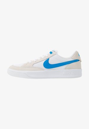 ADVERSARY - Skate shoes - white/photo blue
