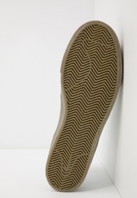 Nike SB - ZOOM JANOSKI - Sneakers laag - pure platinum/light brown - 4