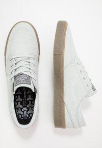 Nike SB - ZOOM JANOSKI - Sneakers laag - pure platinum/light brown - 1