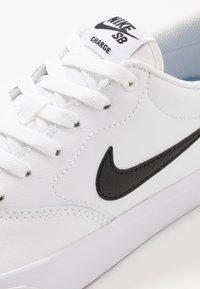 Nike SB - CHARGE PRM  - Sneakers laag - white/black - 5