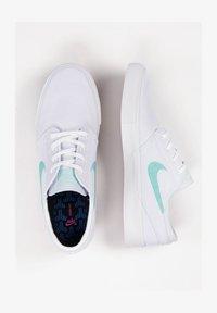 Nike SB - ZOOM JANOSKI - Sneakers laag - white/tropical twist - 2