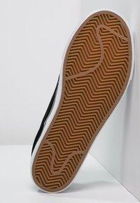 Nike SB - STEFAN JANOSKI - Sneakersy niskie - black/white - 4