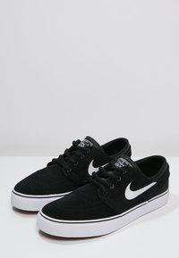 Nike SB - STEFAN JANOSKI - Sneakers laag - black/white - 2