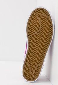 Nike SB - STEFAN JANOSKI  - Sneakers laag - vivid purple/laser blue/light brown/white - 5