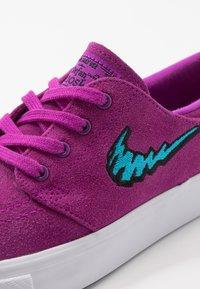 Nike SB - STEFAN JANOSKI  - Sneakers laag - vivid purple/laser blue/light brown/white - 2