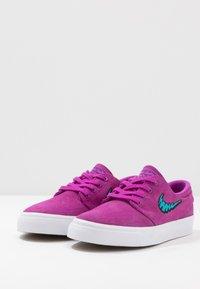 Nike SB - STEFAN JANOSKI  - Sneakers laag - vivid purple/laser blue/light brown/white - 3